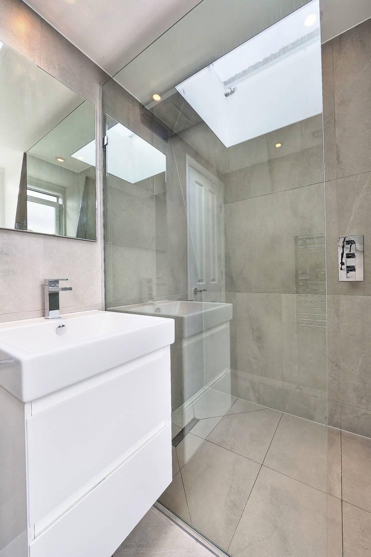 l-shaped loft conversion wimbledon:  Bathroom by nuspace