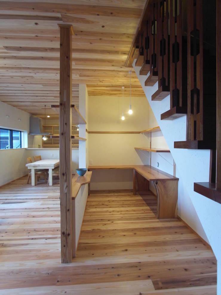 書斎: 一級建築士事務所co-designstudioが手掛けた書斎です。