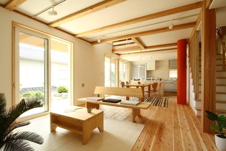 ห้องนั่งเล่น by 有限会社 コアハウス