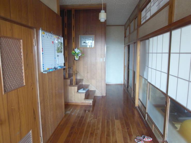 解体前玄関から廊下: 一級建築士事務所co-designstudioが手掛けた廊下 & 玄関です。