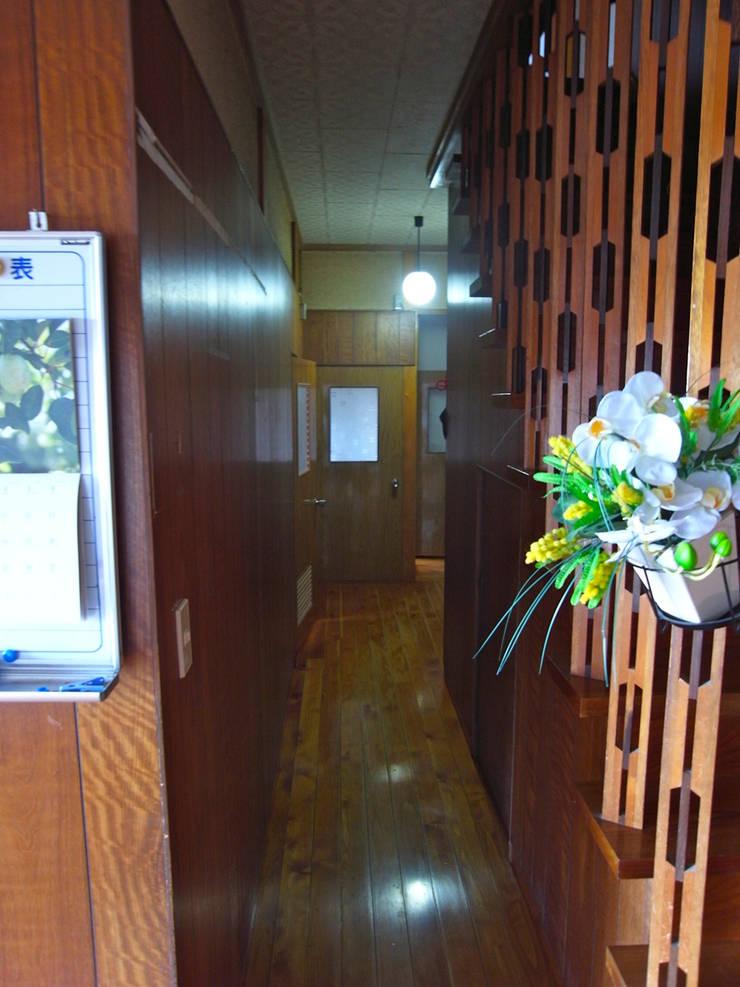 解体前書斎: 一級建築士事務所co-designstudioが手掛けた廊下 & 玄関です。