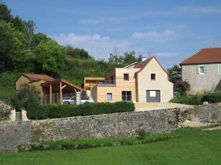 Vue lointaine: Maisons de style de style Moderne par LIARSOU et CONSTANT architectes DPLG