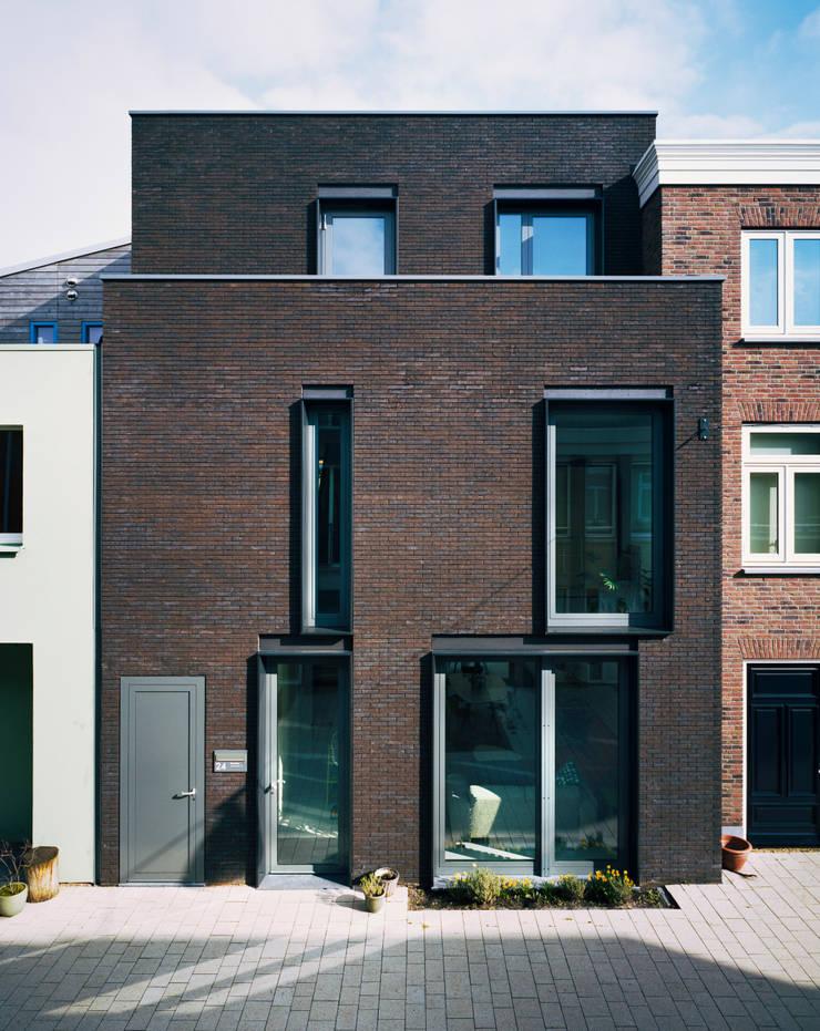 Street Facade:  Houses by Finbarr McComb Architect