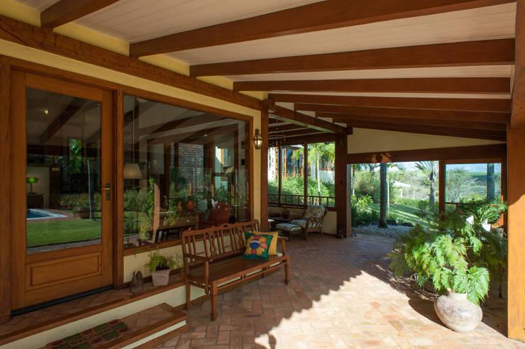 Jaguariuna: Terraços  por PM Arquitetura