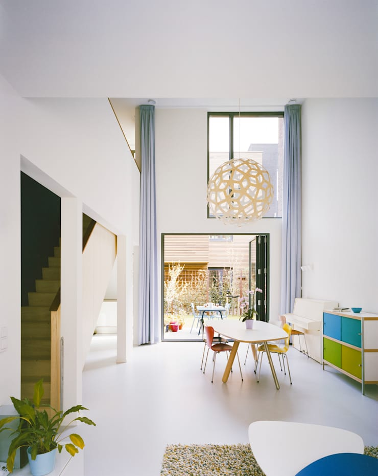 Living room:  Living room by Finbarr McComb Architect
