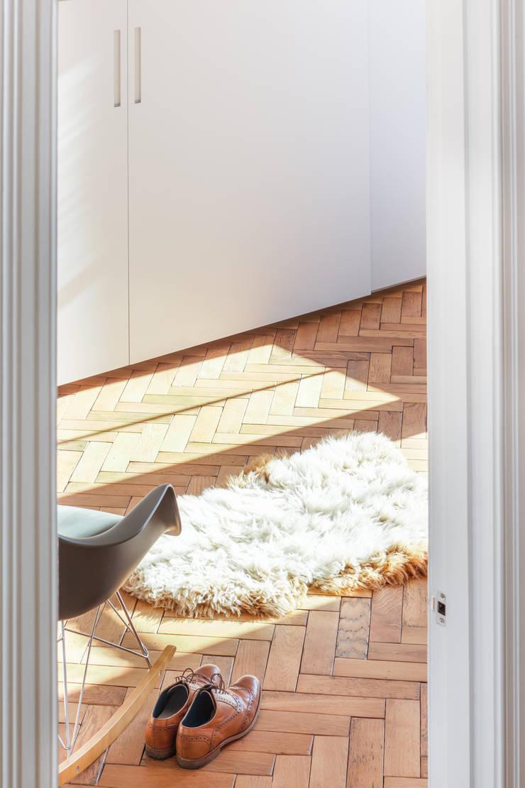 FC Residence I:  Bedroom by deDraft Ltd