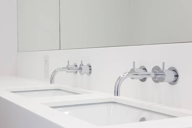 FC Residence I:  Bathroom by deDraft Ltd