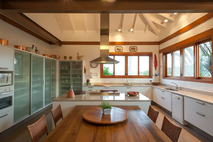 rustic Kitchen by PM Arquitetura