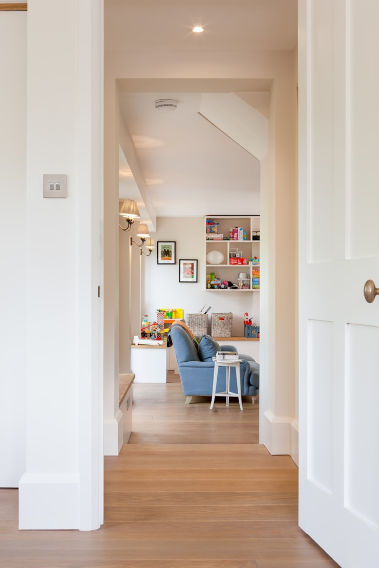 LFH Residence:  Living room by deDraft Ltd