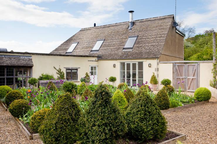 LFH Residence:  Houses by deDraft Ltd