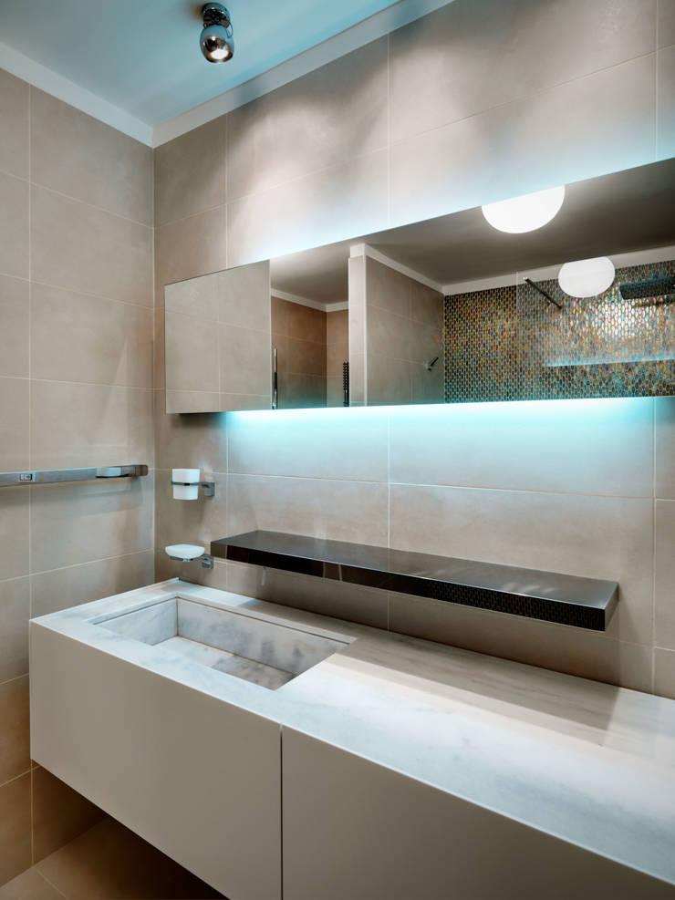 Baños de estilo moderno de Studio Marco Piva Moderno