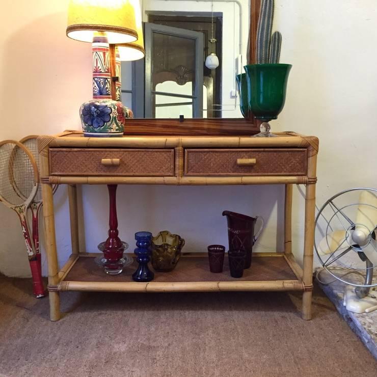 Consola de caña y otros objetos: Comedor de estilo  de La Mueblerí