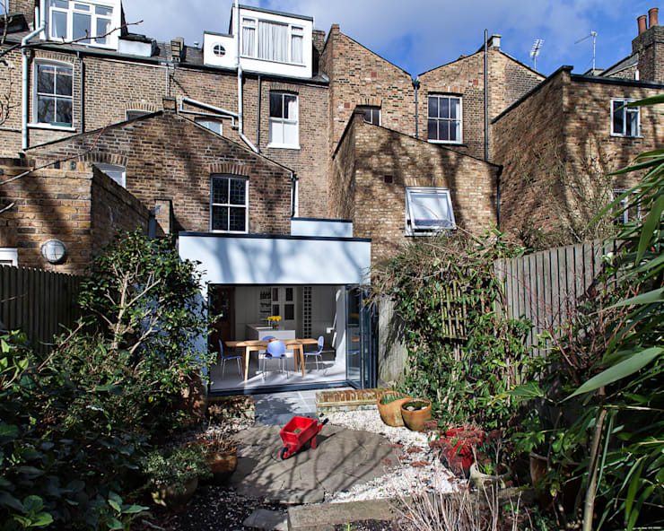 Highbury Town House: modern Houses by APE Architecture & Design Ltd.
