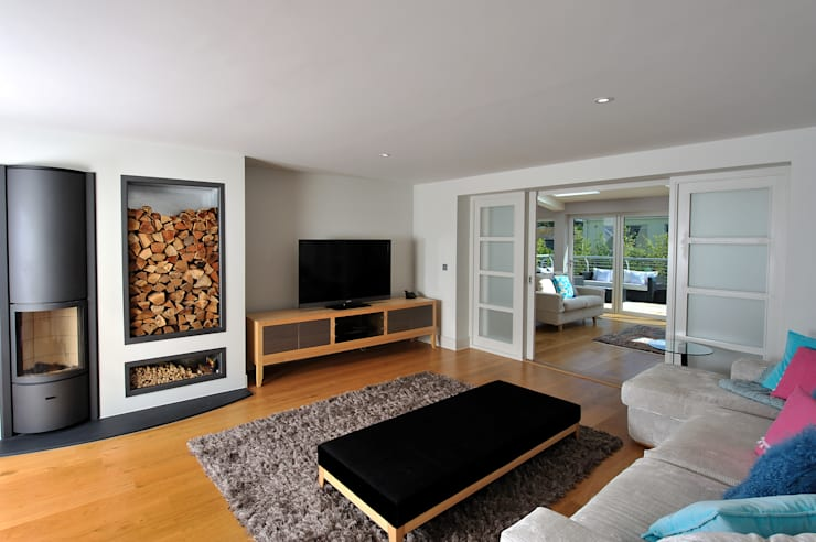 The Sea House, Porth, Cornwall:  Living room by The Bazeley Partnership