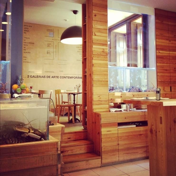 Interior: Espaços de restauração  por adoroaminhacasa