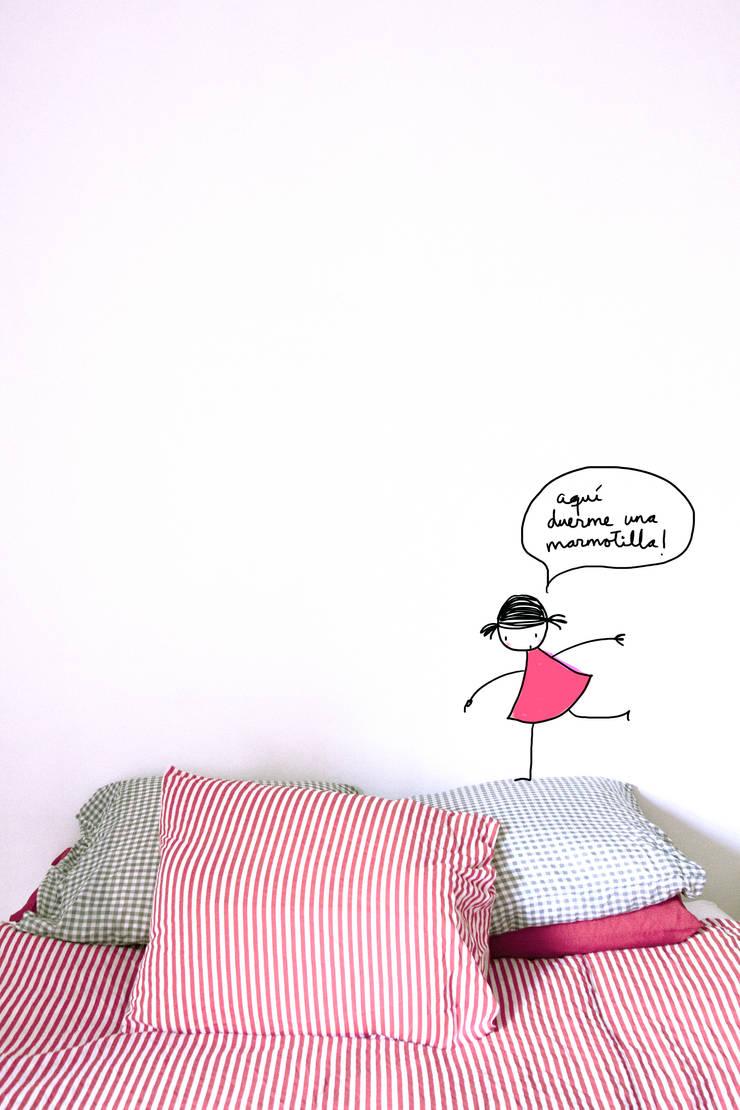 Aqui duerme una marmotilla: Paredes y suelos de estilo  de Lyona