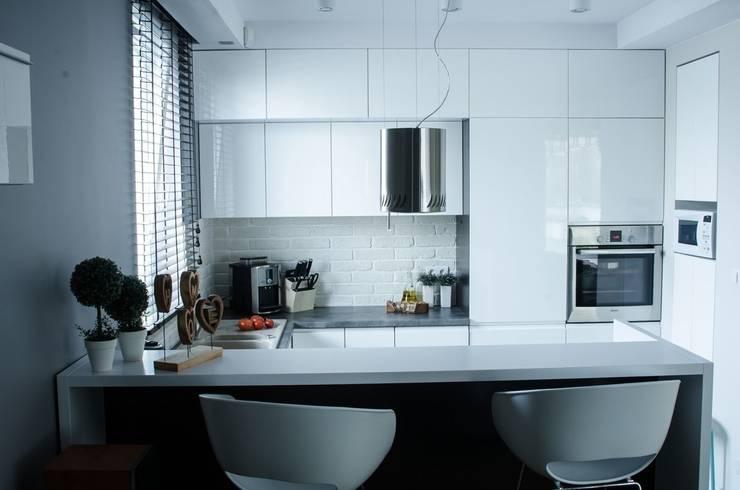 MIESZKANIE W SZAROSCIACH: styl , w kategorii Kuchnia zaprojektowany przez I Home Studio Barbara Godawska
