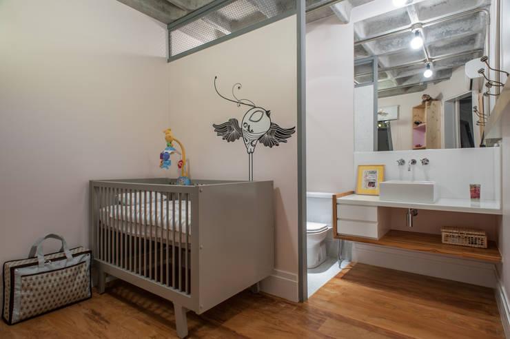 Aimbere: Quarto infantil  por PM Arquitetura