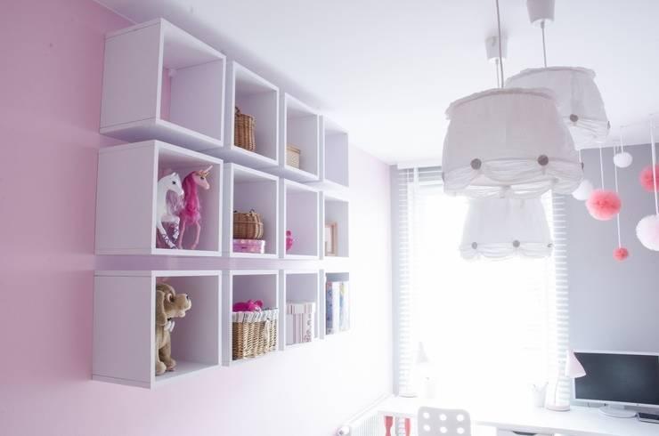 MIESZKANIE W SZAROSCIACH: styl , w kategorii Pokój dziecięcy zaprojektowany przez I Home Studio Barbara Godawska