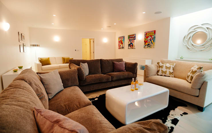 modern Media room by The Bazeley Partnership
