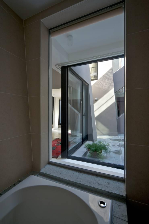 『 にしはらのながや 』: O.A.D  岡由雨子建築設計ディザインが手掛けた廊下 & 玄関です。