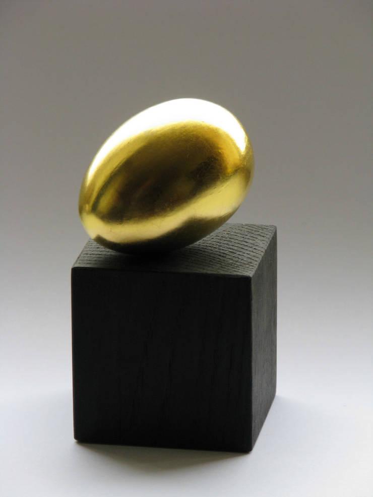 """Dekoracja """"Złote jajko"""" I: styl , w kategorii Sztuka zaprojektowany przez Galeria AtmoSfera"""