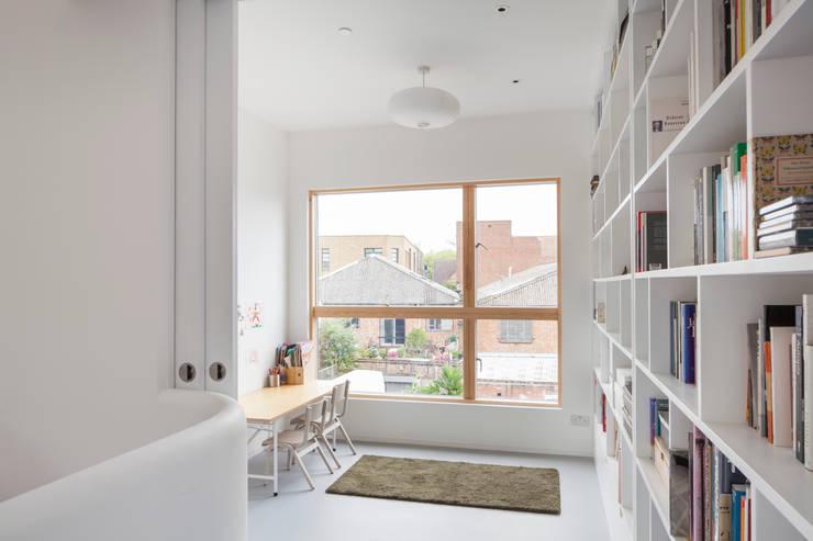 Grasnden, London: modern Study/office by Scenario Architecture