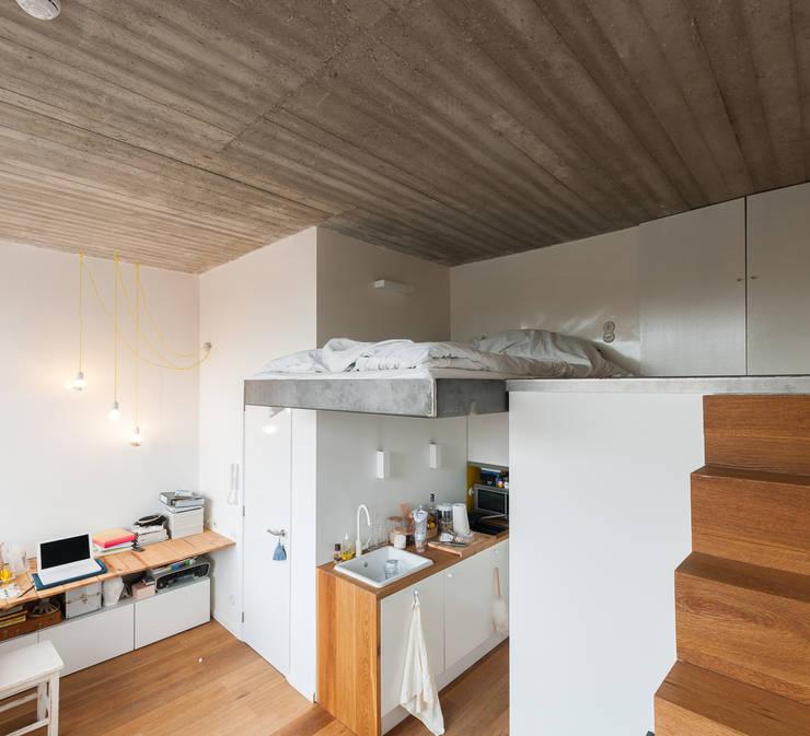 studios HKS: Chambre de style de style Moderne par P8 architecten