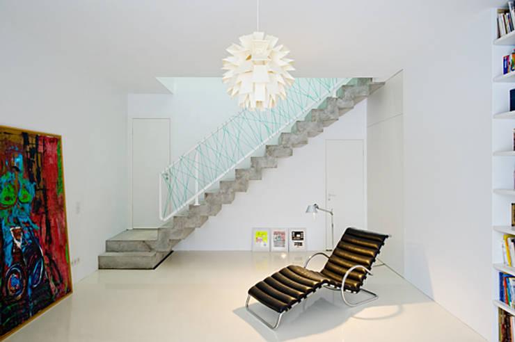 Treppe:  Flur & Diele von SEHW Architektur GmbH