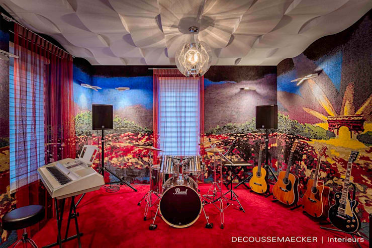 غرفة الميديا تنفيذ Decoussemaecker Interieurs