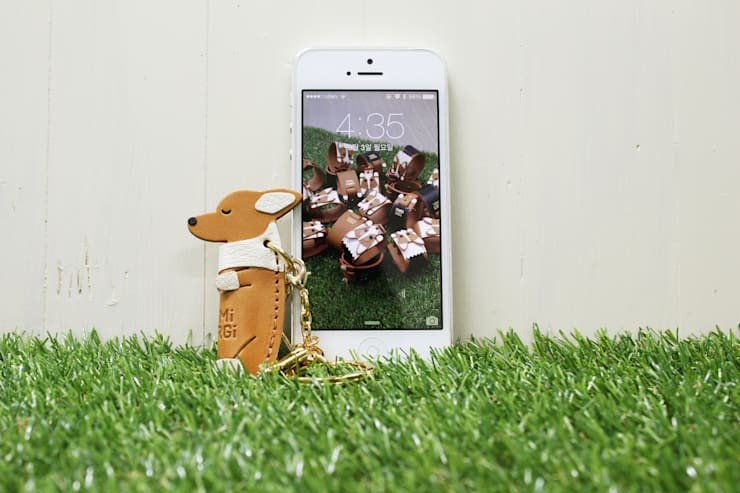 잠자는 아가코기 핸드폰 장식 & 참장식: 아트워커팩토리의  드레싱 룸,