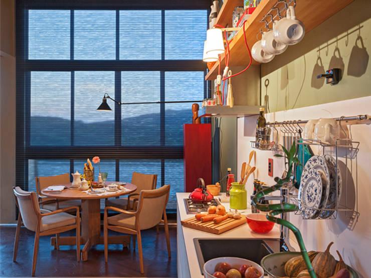CASA COR - LOFT MULHER MODERNA: Cozinhas  por Isabela Bethônico Arquitetura