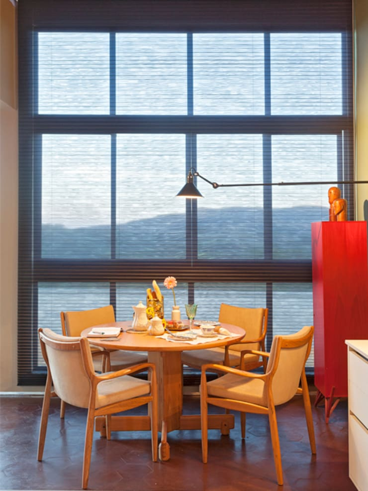 CASA COR – LOFT MULHER MODERNA: Salas de jantar modernas por Isabela Bethônico Arquitetura