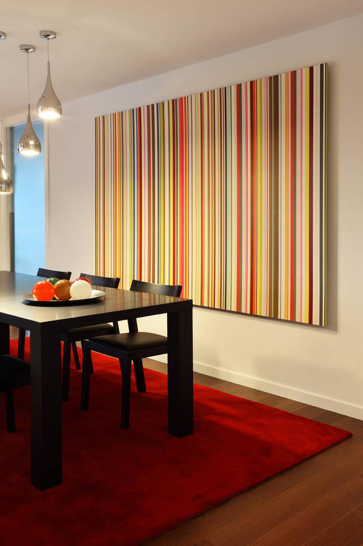 Contemporaneity seeing the river… Столовая комната в стиле модерн от Tiago Patricio Rodrigues, Arquitectura e Interiores Модерн