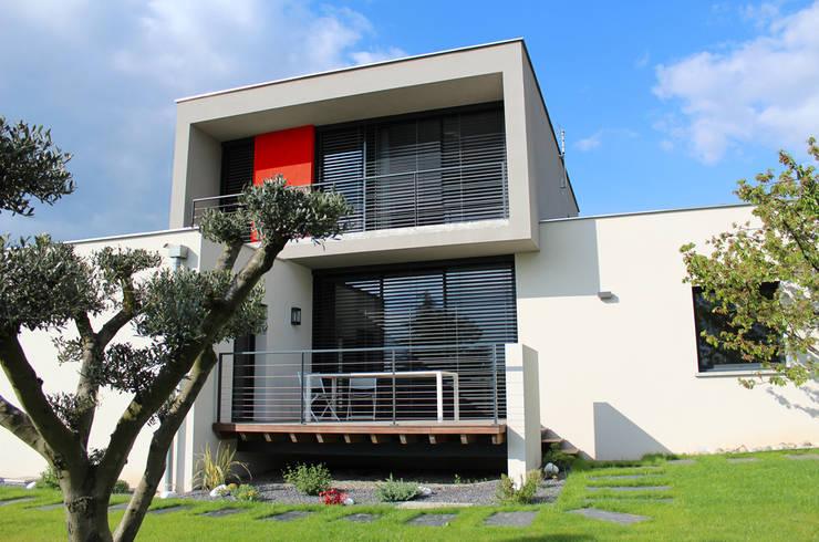Houses by Atelier d'architecture Pilon & Georges