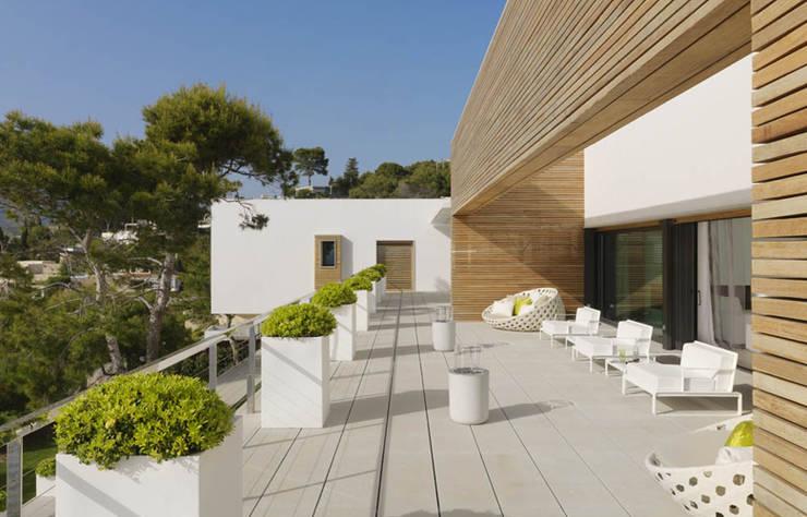 vivienda particular en Granada: Jardín de estilo  de SAMOA