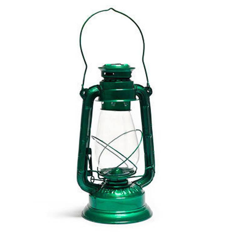 Lámpara queroseno: Jardín de estilo  de Fantastik