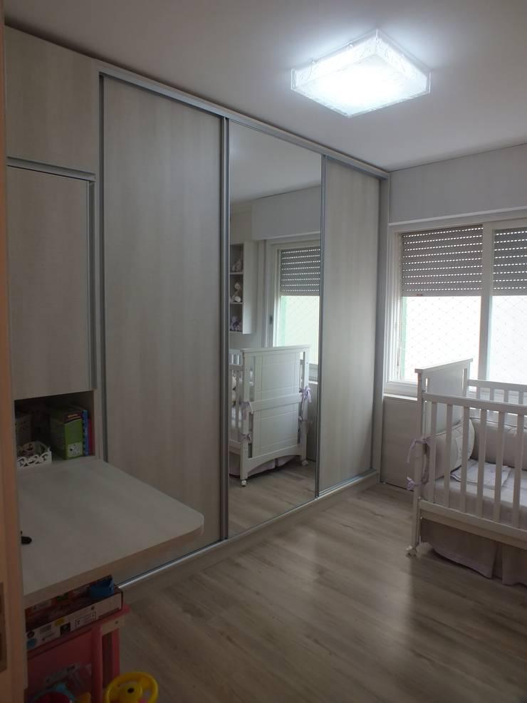 Dormitório filha: Quarto infantil  por Arketing Identidade e Ambiente