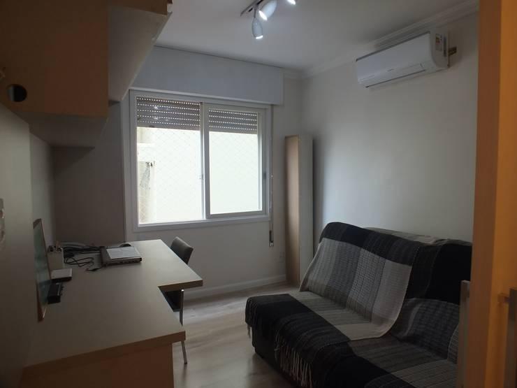 Quarto de hospedes/home office: Quartos  por Arketing Identidade e Ambiente