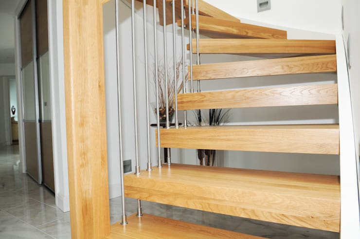 Floating Staircase Southampton:  Corridor, hallway & stairs by Complete Stair Systems Ltd