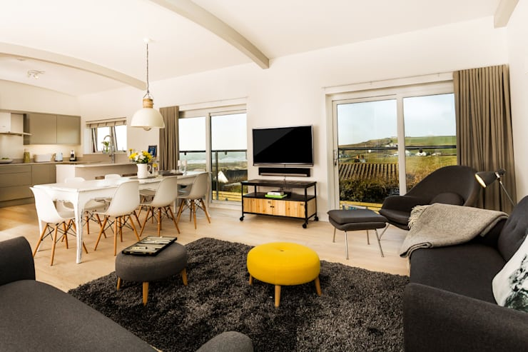 Sundown, Widemouth Bay, Cornwall: modern Living room by The Bazeley Partnership