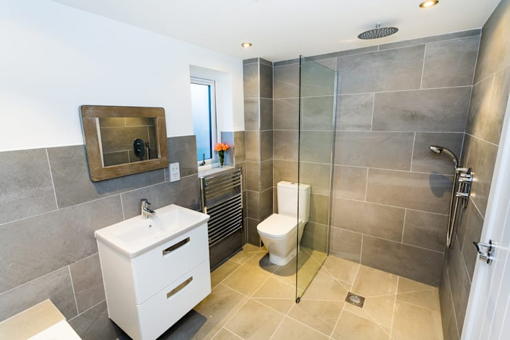 Sundown, Widemouth Bay, Cornwall: modern Bathroom by The Bazeley Partnership