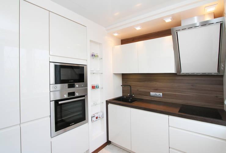 От дизайн проекта до готового объекта/фотография реализованного проекта : Кухни в . Автор – LD design,