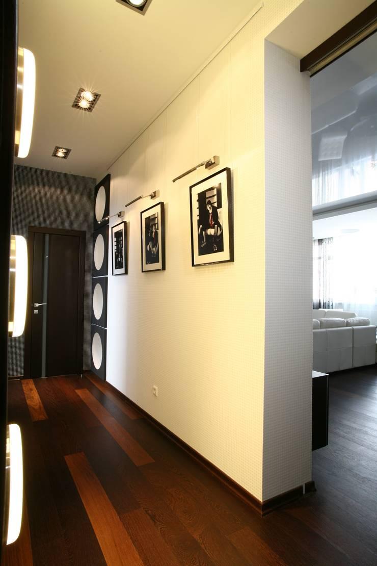 Дизайн интерьера четырехкомнатной квартиры.  г. Саратов: Коридор и прихожая в . Автор – Студия Павла Исаева