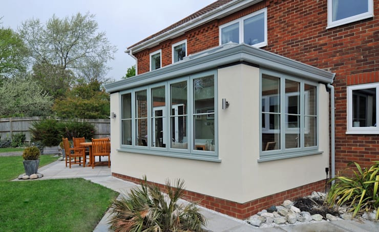 Traditional Garden Room Project:   by ROCOCO
