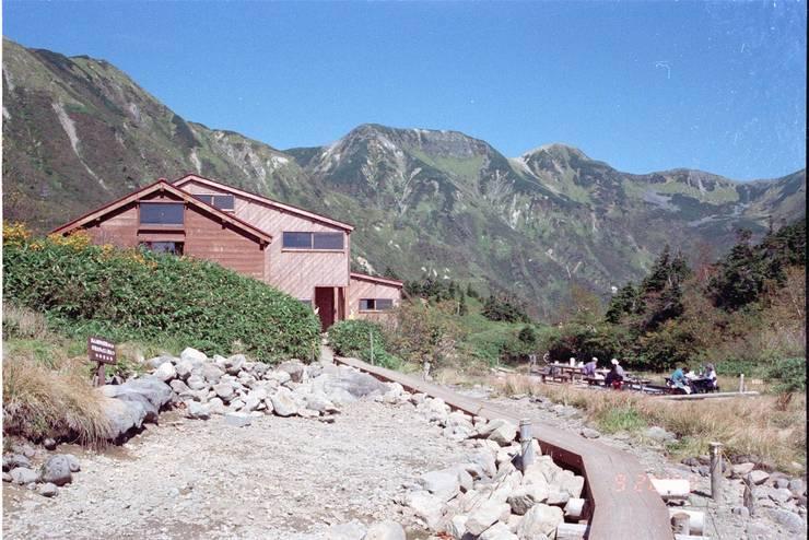 山荘へのアプローチ オリジナルなホテル の 唐崎計画設計工房 オリジナル