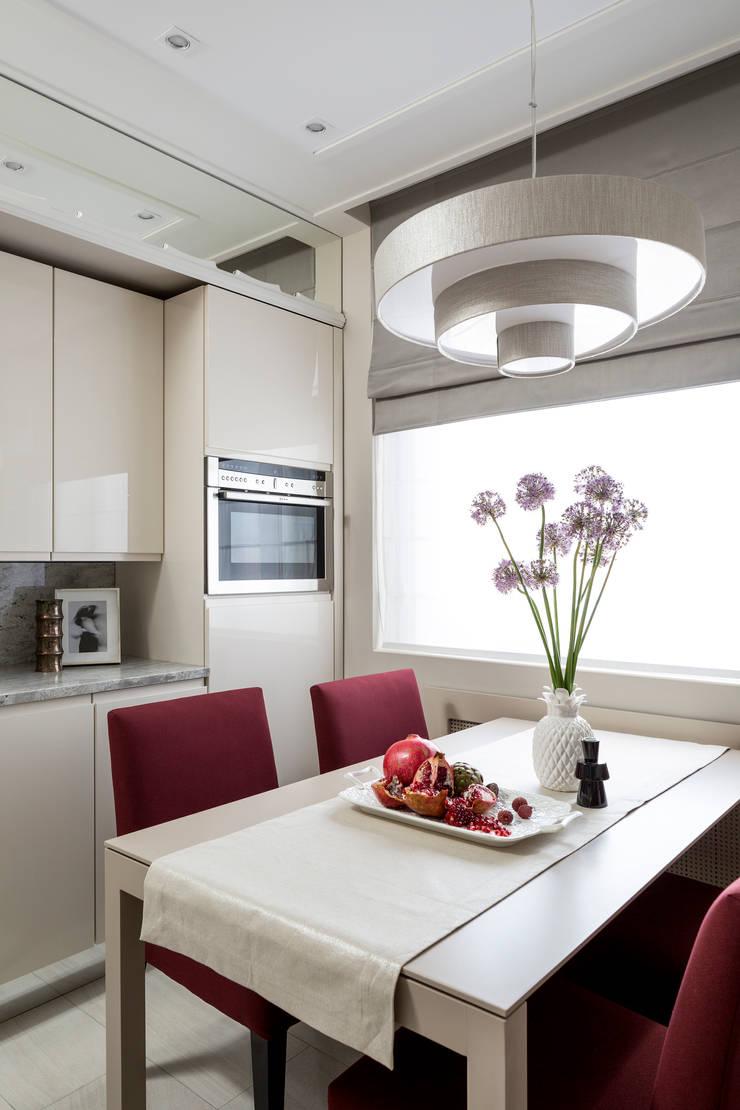 Стулья Lola от испанской фабрики Sancal и стол Bass от фабрики Punt Mobles на кухне: Кухни в . Автор – Barcelona Design