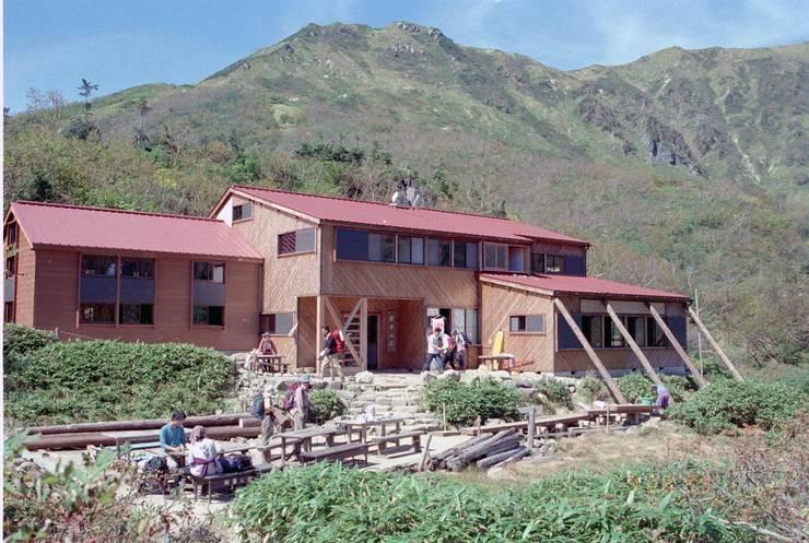 山荘-01: 唐崎計画設計工房が手掛けたホテルです。
