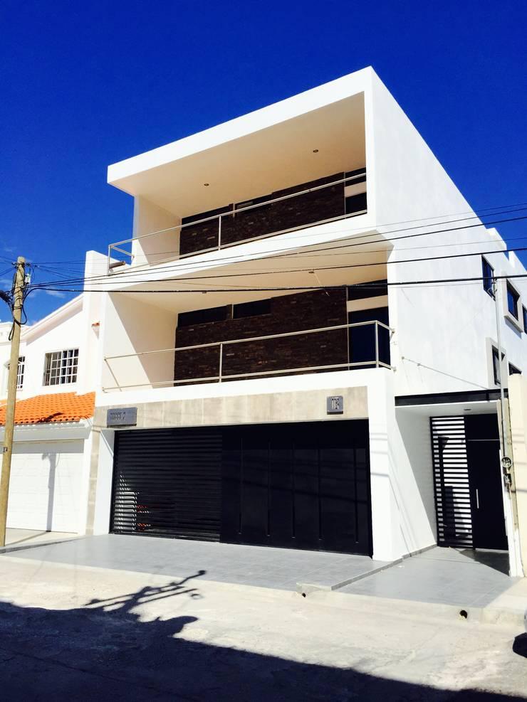 FACHADA PPAL.: Casas de estilo  por hausing arquitectura