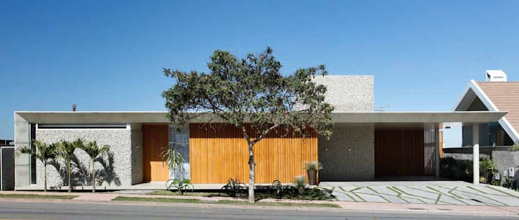 Residência R&CH: Casas  por Skylab Arquitetos,Minimalista Madeira maciça Multi colorido